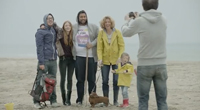 Famille sur la plage les dumas
